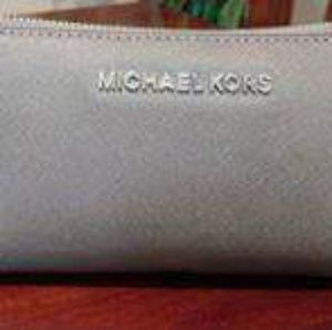 Michael Kors Silver Jet Set Continental Wallet